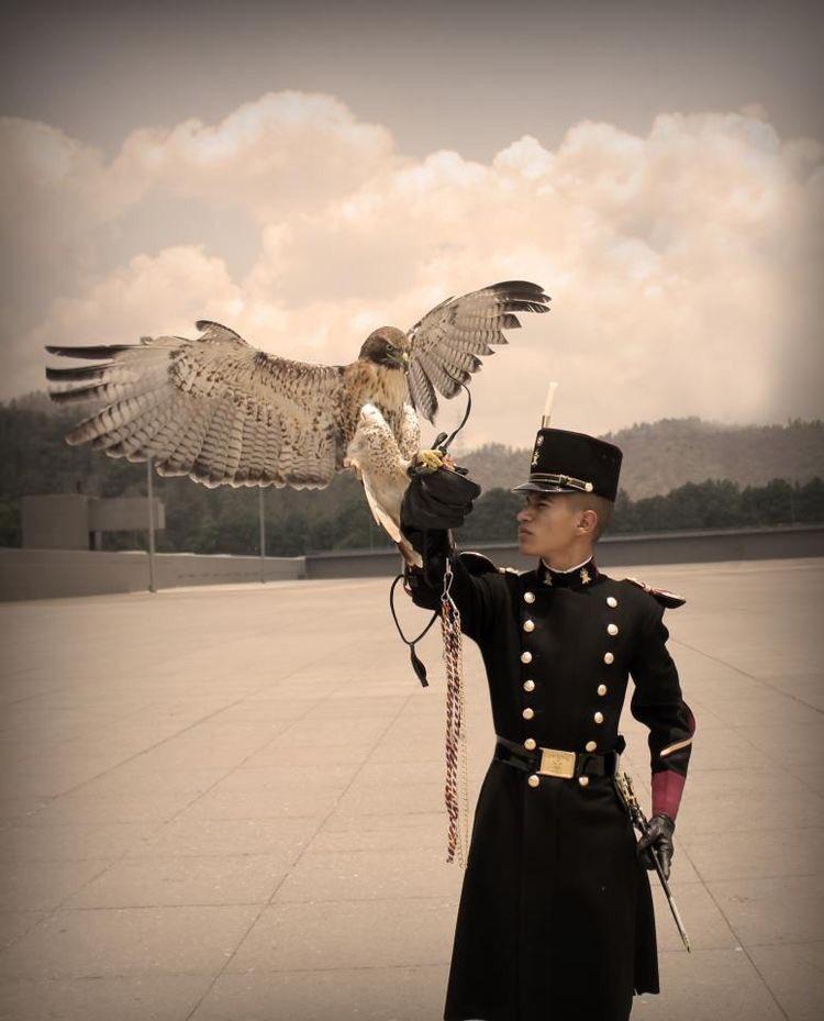 鷲とメキシコ軍大学校の学生