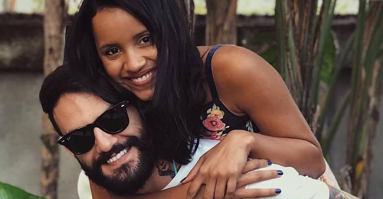 Wagner Santiago exibe clique sensual com Gleici Damasceno na cama --> https://t.co/daKWbxebMz