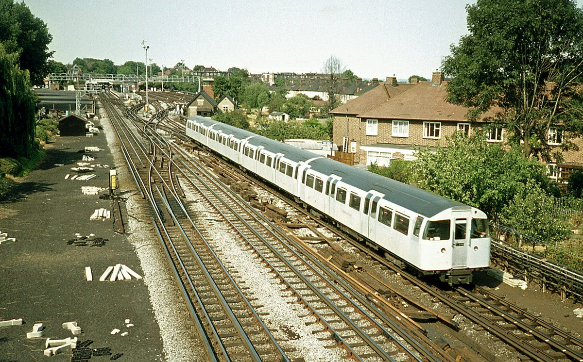 DiF6AxUX4AEt2na - The Victoria Line's really big 50th birthday!