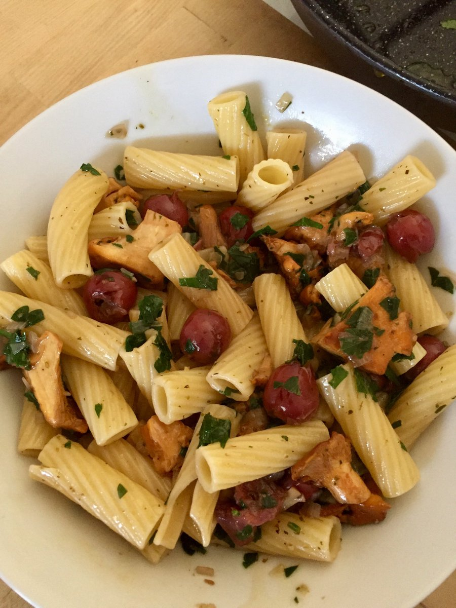 One of my fav summer dishes: pasta, chanterelles , cherries. #Food #foodporn https://t.co/GLZMN2vM7L
