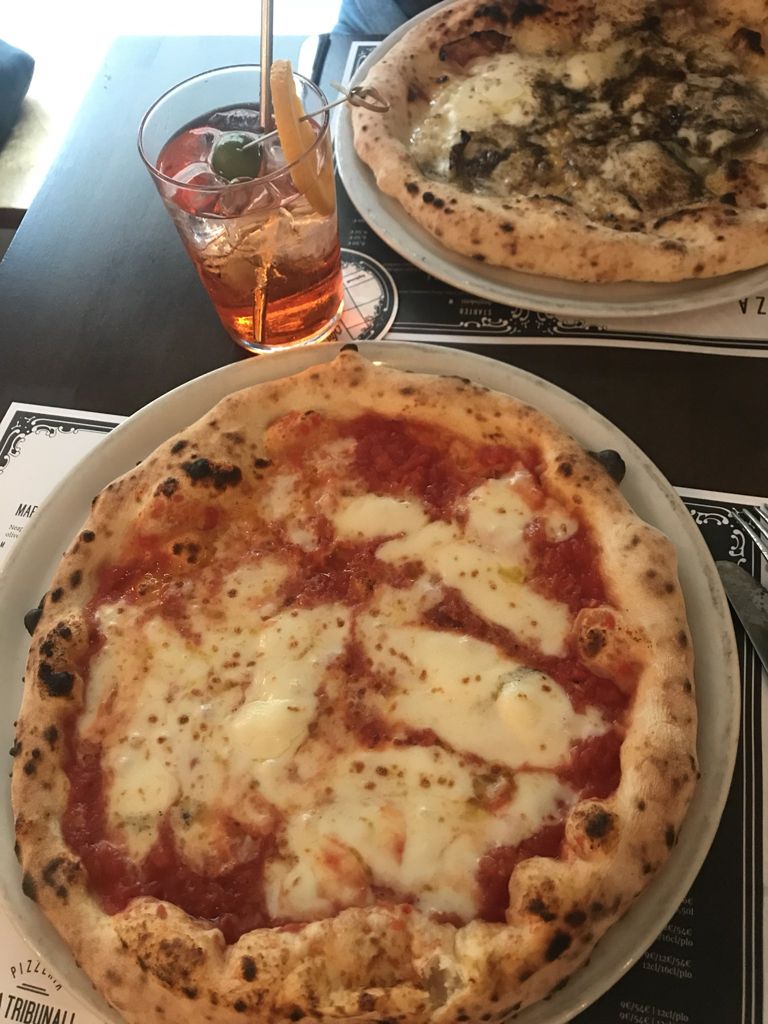 Came to Helsinki, ordered Neapolitan pizza. I'm doing it wrong. Hi, I'm Kate. https://t.co/BXz7EzJft0