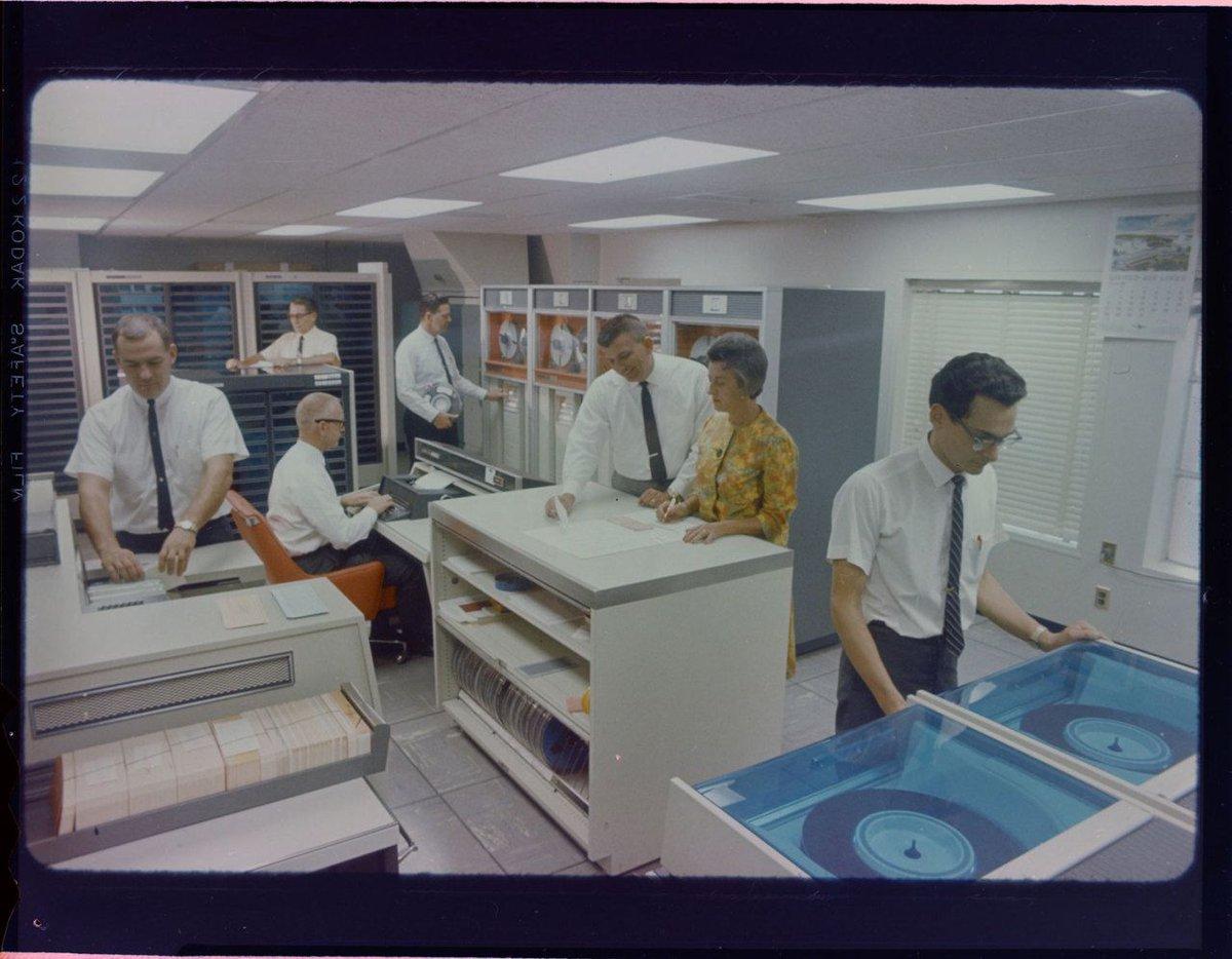 art adams… sce computer room, 1966 @ pstp-edison thevaultoftheatomicspaceage.tumblr.com/post/175874051…