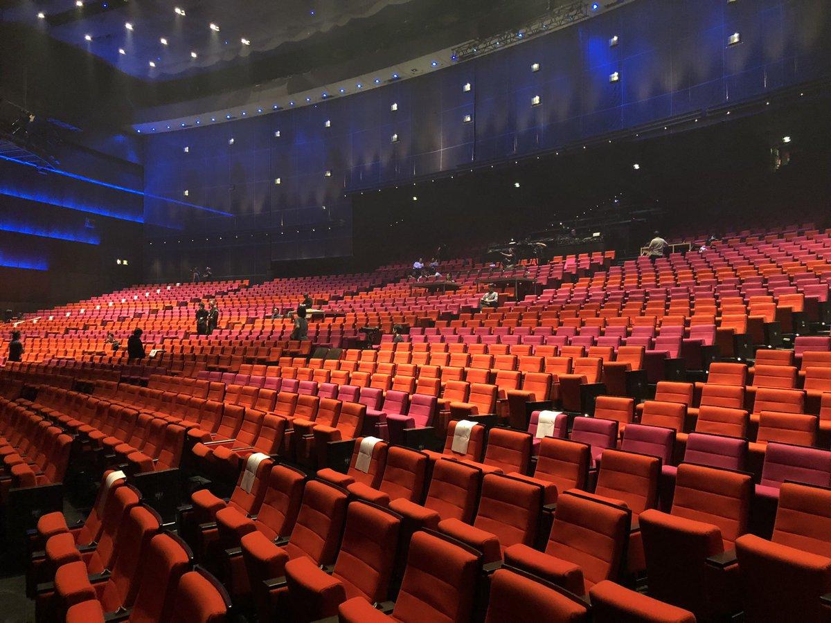 刀ミュ巴里公演ゲネプロが完了。北園さんが舞台に立てずに声だけの出演という非常事態ですが、出演者一同が団結して出来る最大限を尽していました。明日観劇される皆さま、申し訳ありません。どうかご了承のほどをよろしくお願いしますm(__)m