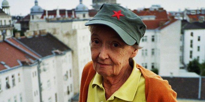 Les comparto mi homenaje a Christine Nöstlinger. Pieza fundamental de lo que soy como especialista, editora y especialmente como escritora. Y mi promesa de que nunca, nunca, nunca te voy a defraudar. …… #ChristineNöstlinger Foto