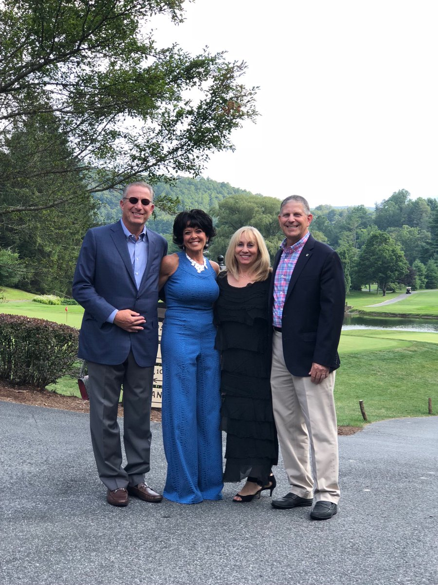 Great weekend in blowing rock North Carolina.  Member guest. Lots of fun w family. Great golf! https://t.co/dWA2ttcdY9