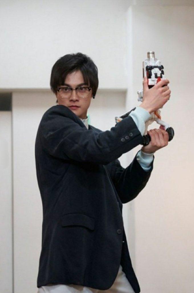 朝加圭一郎はコスチューム着用の時は眼鏡もつけなきゃいけない仁義でもあるのか #nitiasa