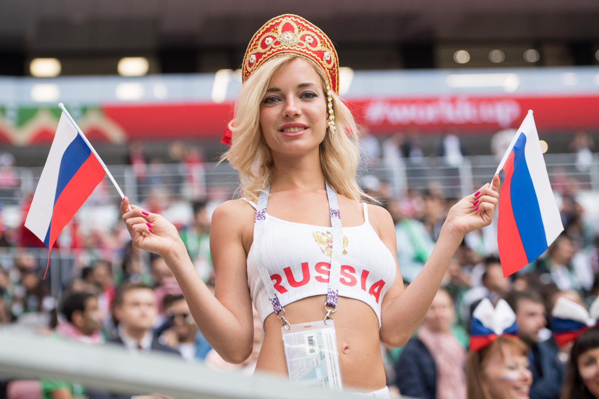 devushki-so-vsey-strani-smotret-onlayn-muzhchini-ebut-rezinovuyu-babu-domashnee-video