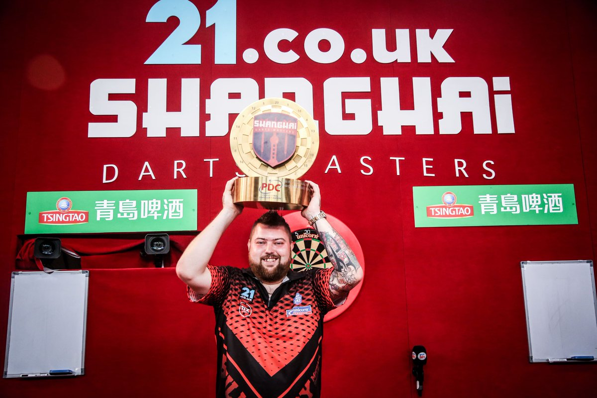 What a moment for @BullyBoy180 as he clinched his first senior TV title to become the @21Casino_ Shanghai Darts Master!