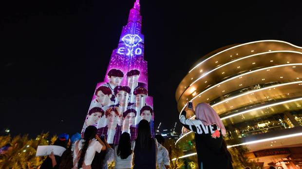 K-pop band Exo takes over Burj Khalifa https://t.co/fgJ20SWoxe https://t.co/k4zsIKCL5i