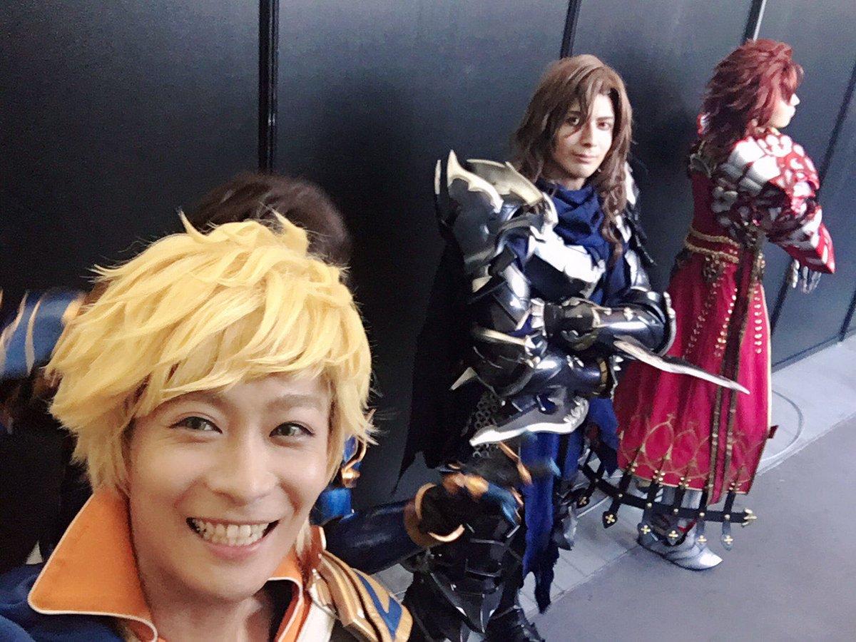 遅くなりましたが大阪1日目です😊  1枚目ランちゃん被っちゃてパーさんこっち見てくんなかった。。 2枚目の俺。。。  #グラブルサマーフェス #ヴェイン #ランスロット #パーシヴァル #ジークフリート #四騎士