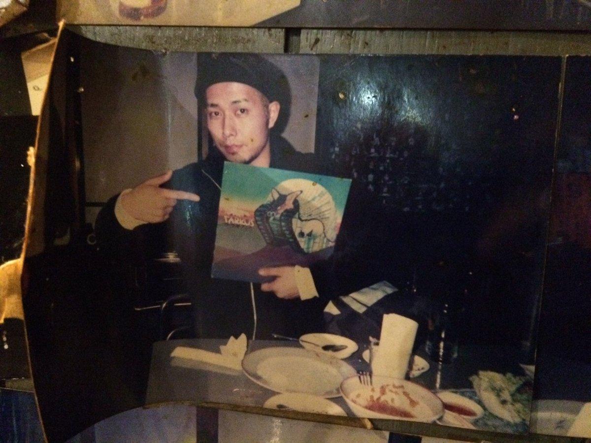 昨日は客として見に行ったライブの打ち上げに潜り込み、入ったタイ料理屋の壁に貼ってある「タルカスを持つオーケン」の写真を発見して騒ぐという、サブカルバンドマンとしては100点満点の行為をしてしまった(恥)