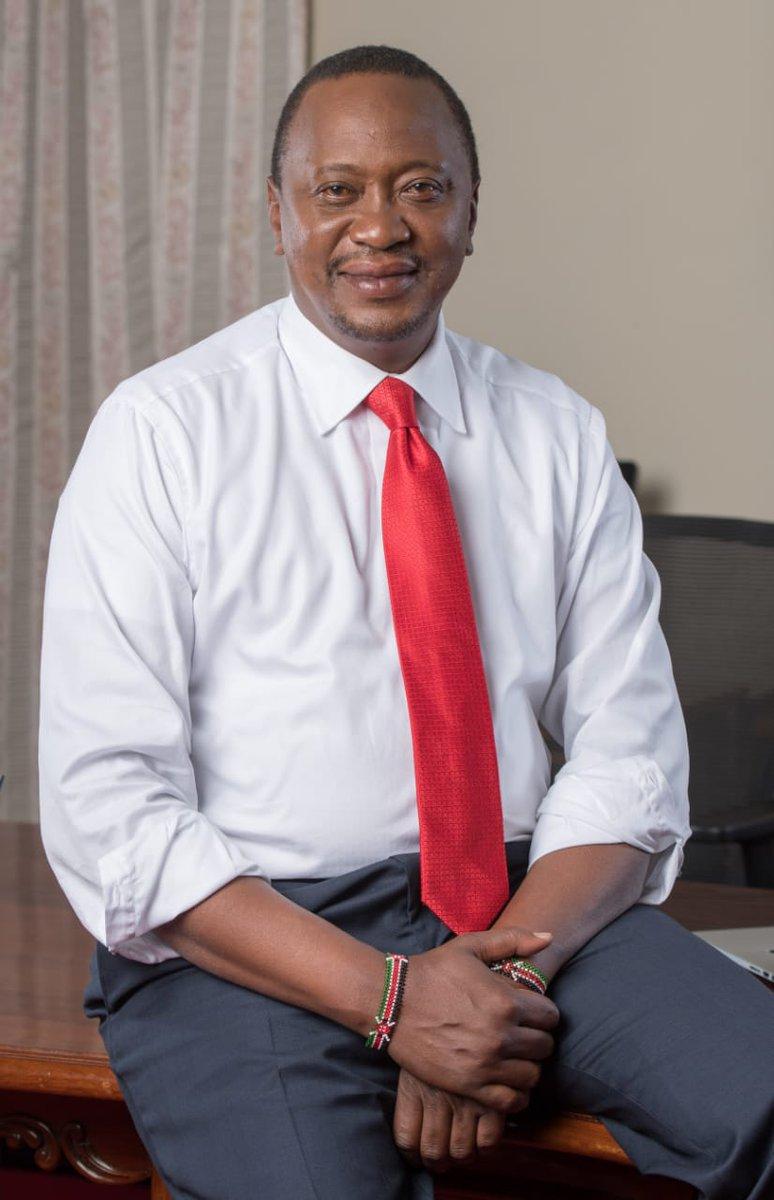 Rais Uhuru Kenyatta aitakia kila la kheri timu ya raga katika mchuano wa Kombe la Dunia la Raga la wachezaji saba kila upande 2018, mjini San Francisco, USA. Timu hiyo iliondoka leo alfajiri. @Ukenyatta @KenyaSevens @WorldRugby7s #RWC7s #Shujaa
