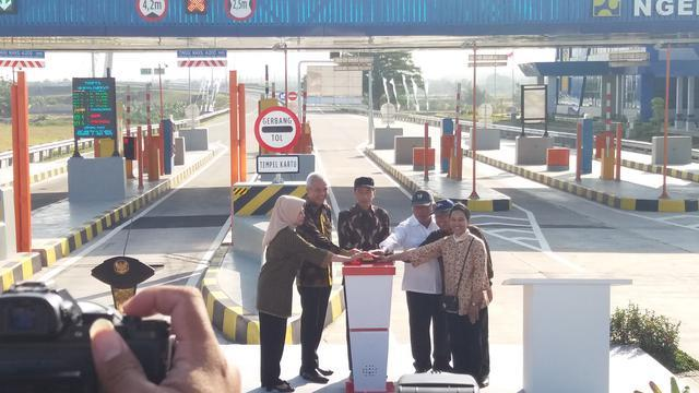 Presiden Jokowi Resmikan JalanTol https://t.co/ZilJ4dccAF https://t.co/Arl78fcnCS