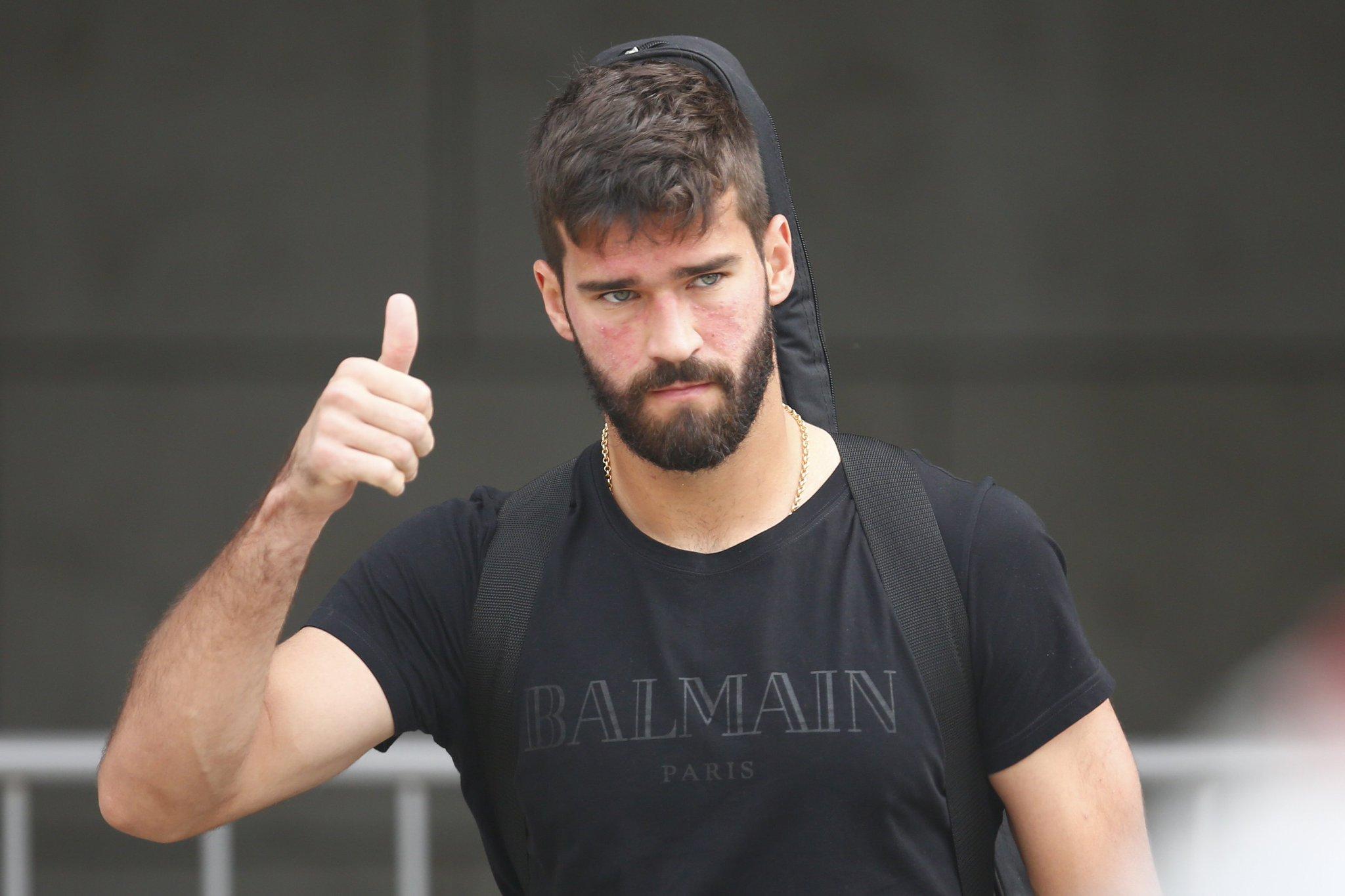 Nóng: Alisson cám ơn CĐV Roma, đang lên đường sang Liverpool