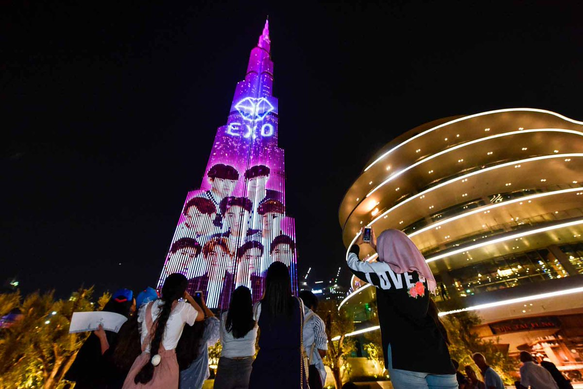 #Kpop band #Exo and their fans #ExoLs take over the @BurjKhalifa https://t.co/E1FXvT3I97