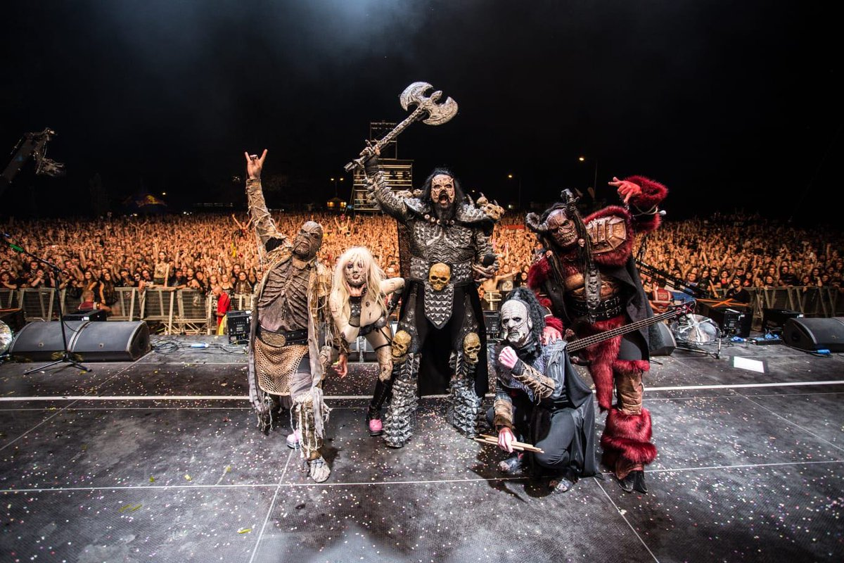 THANK YOU #CZECHREPUBLIC AND #MASTERSOFROCK!  YOU FUCKING ROCKED US AGAIN! https://t.co/OQ5UisSslO