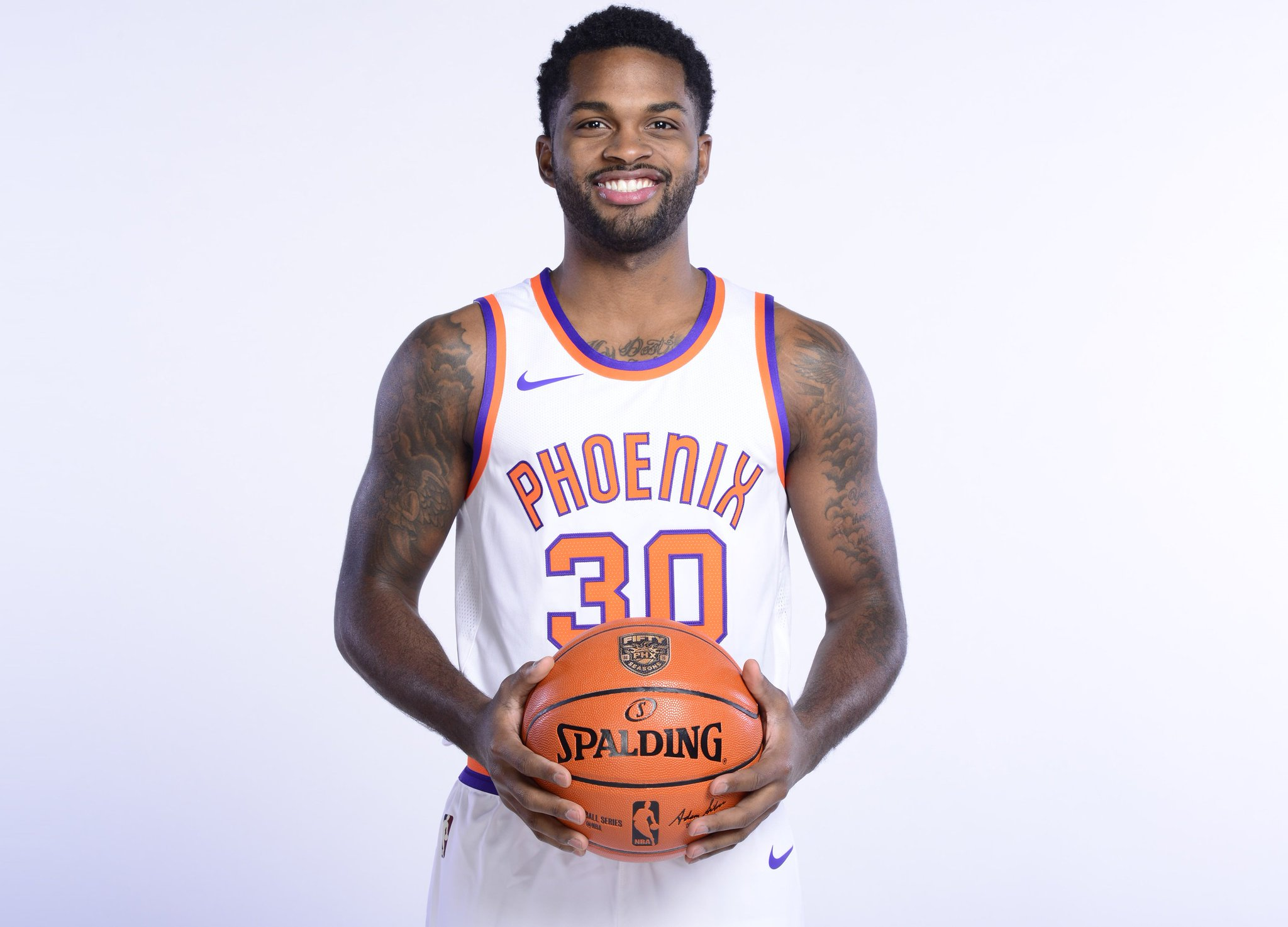 Join us in wishing @troydaniels of the @Suns a HAPPY 27th BIRTHDAY!   #NBABDAY #SunsAt50 https://t.co/5rxAU8ZecU