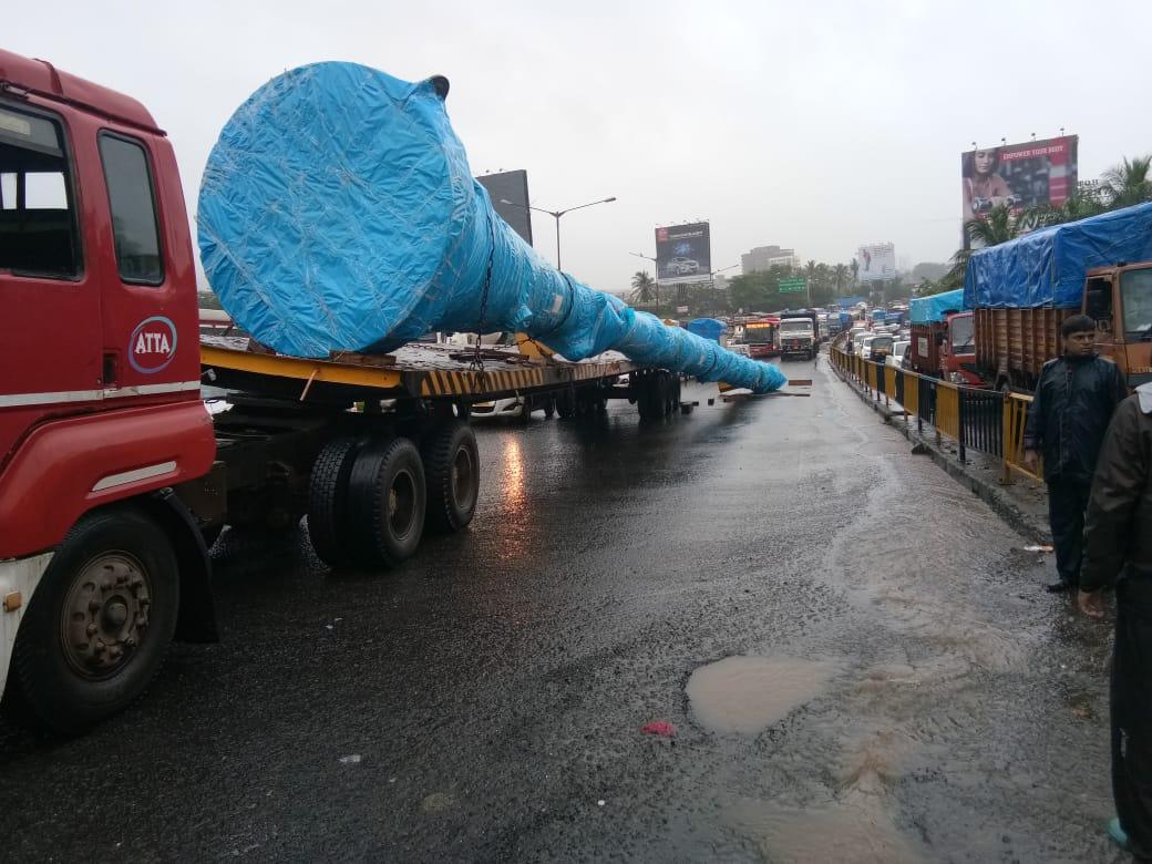Truck Breakdown due to un Balance,  Opp Delhi Darbar Hotel,Kashimira, Thane Rural @smart_mumbaikar @RidlrMUM   https:// youtu.be/L5Vi3M5W9xs  &nbsp;  <br>http://pic.twitter.com/zyZ4SdC58I