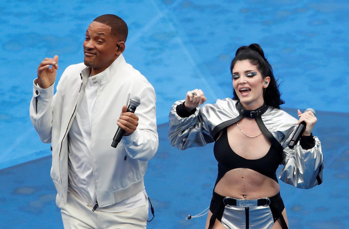 Proud of Era Istrefi from my town #Pristina, performing before the final, together with Will Smith #Kosovo 🇽🇰👐🏼🇦🇱