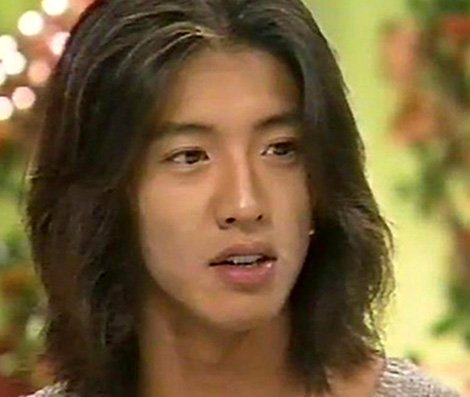 Yeah, father and daughter look so much alike!  So let me join this flash mob, too. Excelent Japanese actor, as well as singer, idol, model Takuya Kimura (pic of the 90s) and his younger daughter Mitsuki Kimura, who joins a modelling show-biz in 2018 under the name of Kōki. <br>http://pic.twitter.com/vhi75DHS83