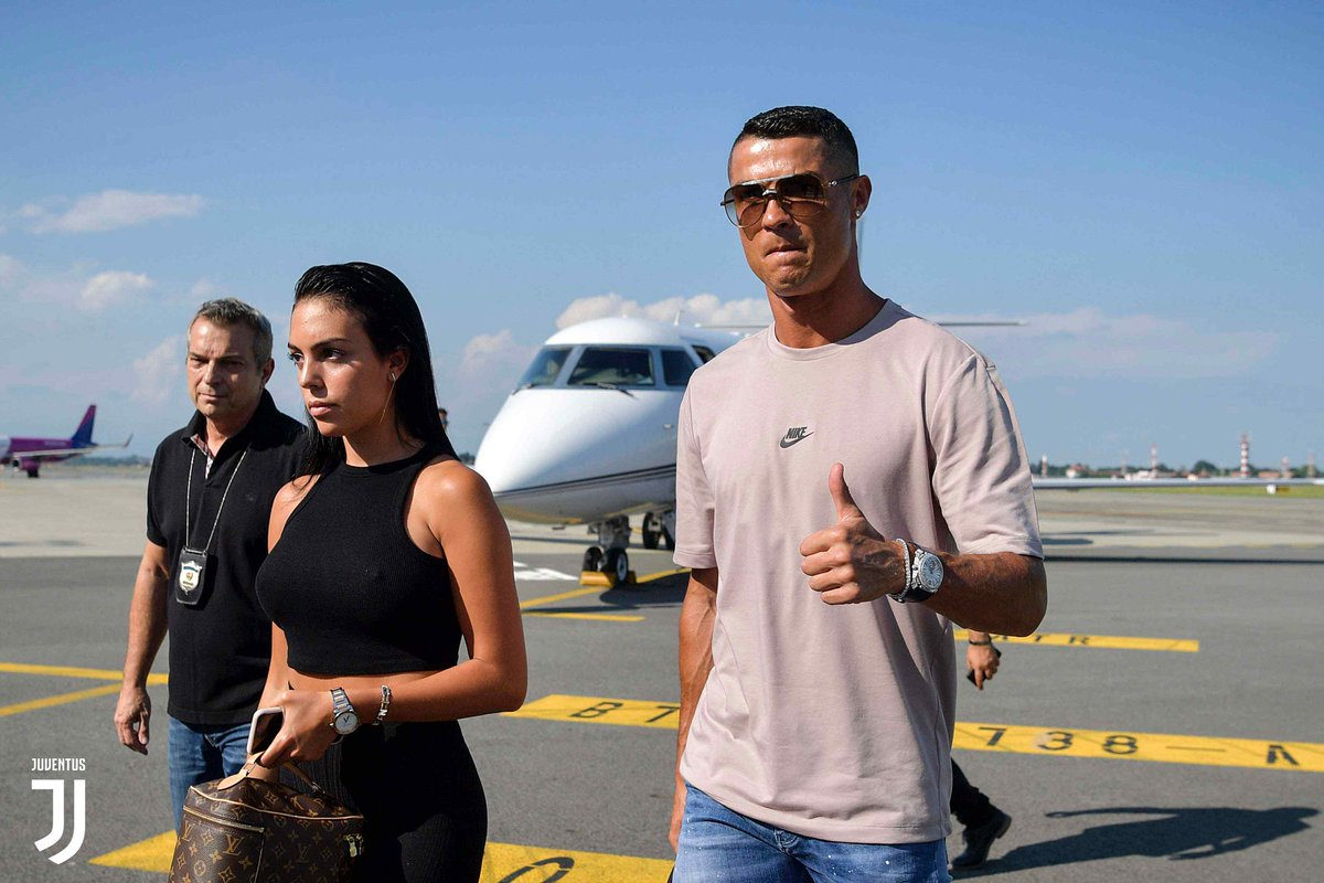 🛬 Now arriving in Turin: @Cristiano!   #CR7JUVE