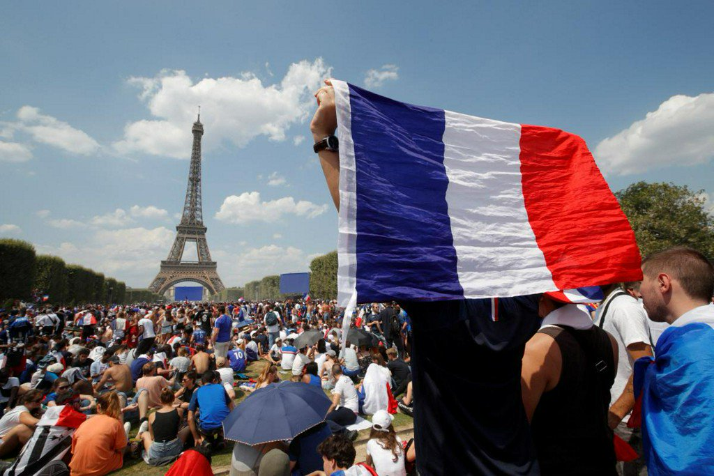 Nonton Bareng Final Piala Dunia di Menara Eiffel, Paris, Prancis