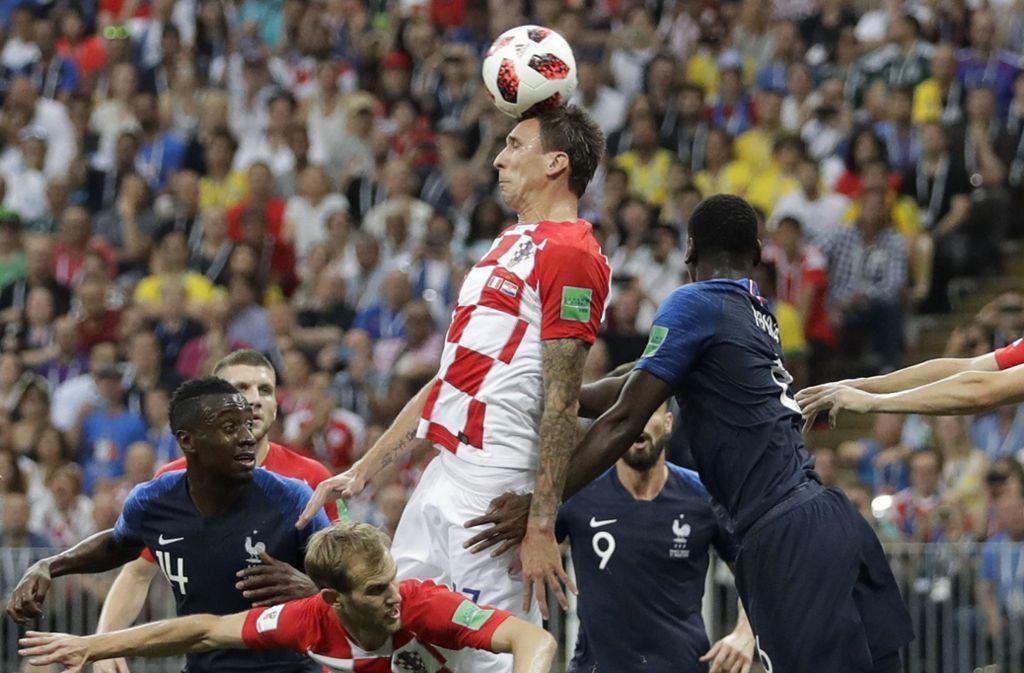 WM-Finale 2018: Kroatiens Mandzukic mit erstem Eigentor der Final-Geschichte #FRACRO #WM2018 https://t.co/BQRnLNp11l