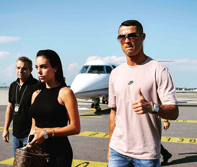 #Juve, guarda il video dell'arrivo di #CristianoRonaldo a #Torino >https://t.co/h9OeBqO3yS<