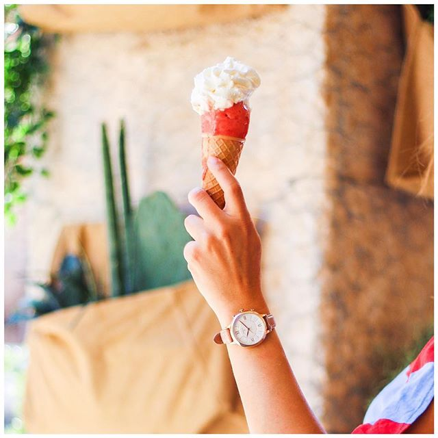 RT @Fossil: We can't tell what's sweeter, the ice cream or the arm candy.🍦 #NationalIceCreamDay  📸: @styleshouts https://t.co/g4d8FuRYQV