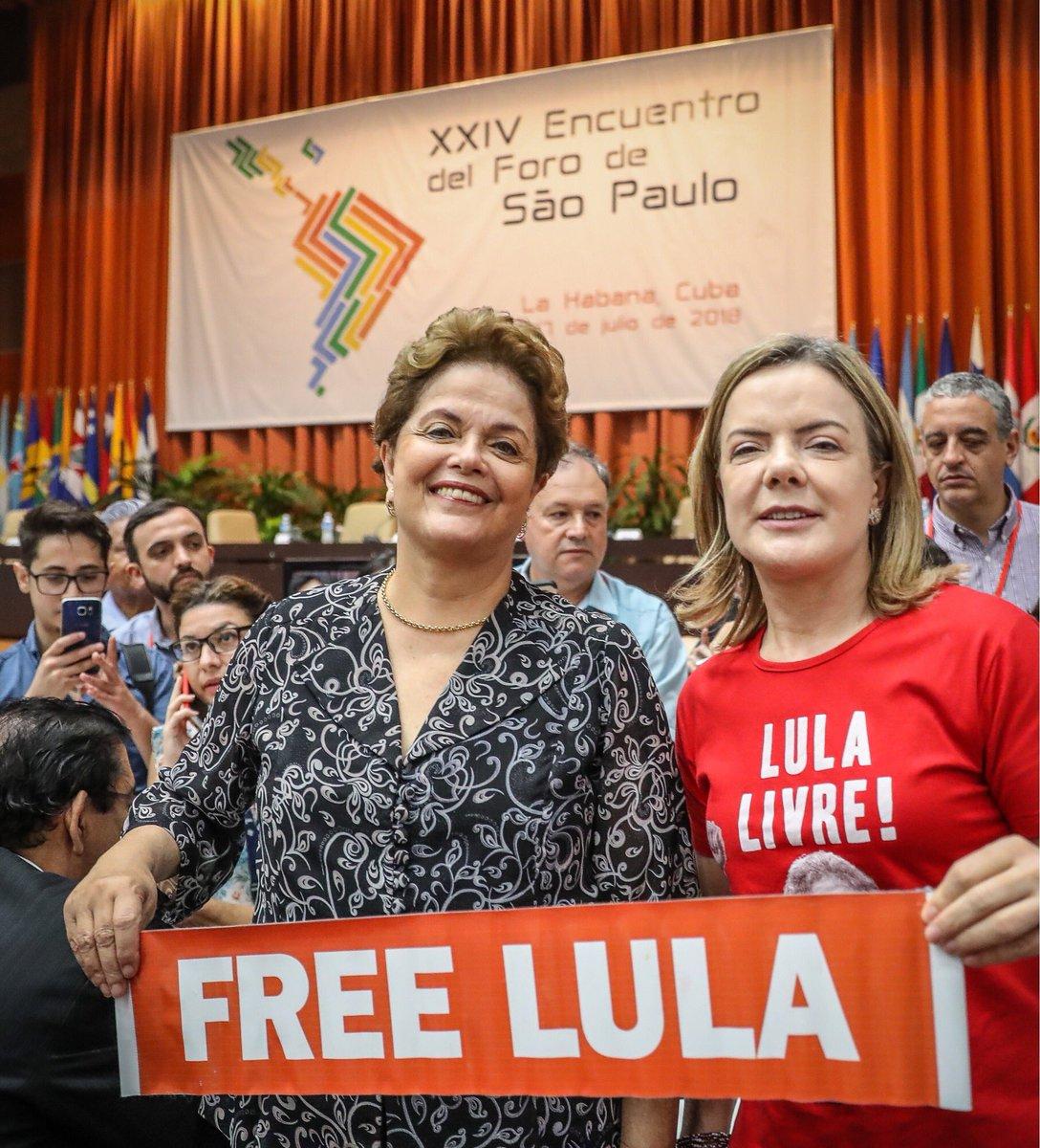 Dilma e @gleisi agradecem a solidariedade internacional a @LulapeloBrasil dada por militantes sociais de todo o mundo #ForodeSaoPaulono , reunidos em Havana, Cuba. #