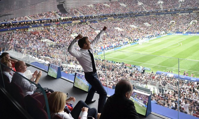 What A Shot. French President Macron celebrates! (📷 by @IndyFootball) Foto
