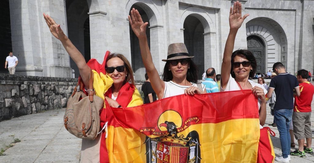 Thousands of Spaniards gathered today at the Valle de los Caídos to pay tribute to dictator Franco's mausoleum. It is a national monument and it belongs to the Spanish Government, who invested in it 1.8 MEUR from 2012 to 2017. <br>http://pic.twitter.com/0xWAEIPk6f