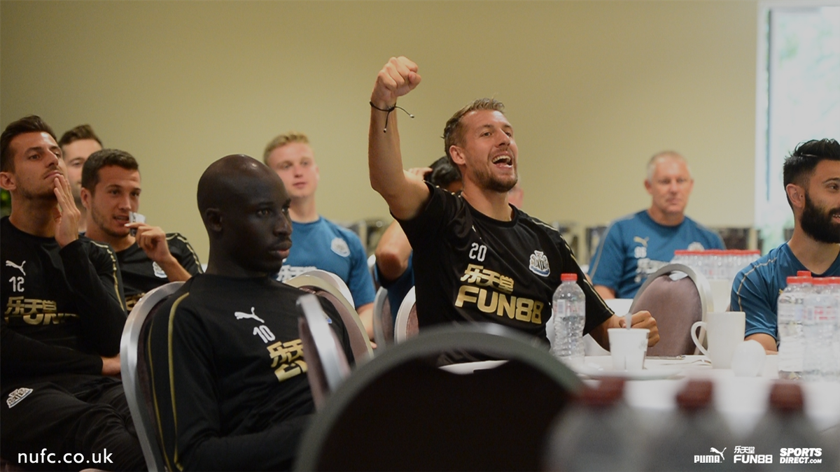 🇫🇷 @lejeune_florian was a happy man as @equipedefrance lifted the @FIFAWorldCup! Take a look behind the scenes and see what the players got up to on Sunday: nufc.co.uk/news/galleries… #NUFC