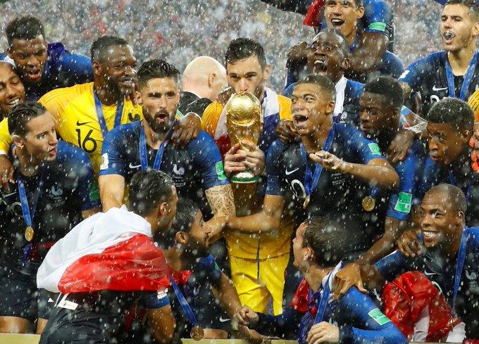 Cuando no convocas a Lacazette, Rabiot, Digne, Payet (lesión), Coman, Martial, Benzema, Ribery o Koscielny y con todo y eso te puedes dar el lujo de ser campeón del mundo es porque el resto de tus futbolistas siguen y seguirán siendo de élite. #AllezLaFrance ** CAMPEÓN Photo