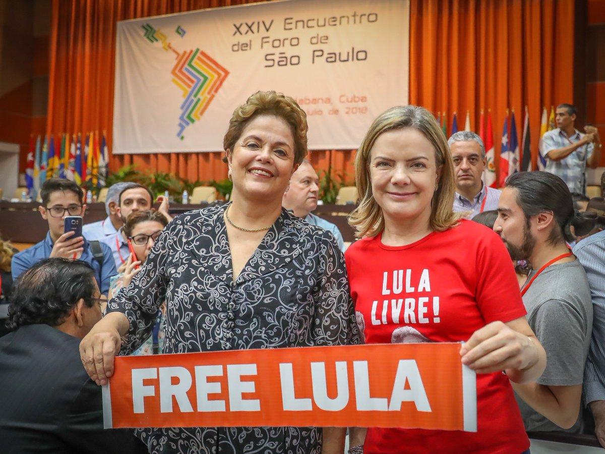 A presidenta do PT, senadora @gleisi e a presidenta eleita, @dilmabr  denunciam caráter político da prisão de Lula a lideranças internacionais no 24º Encontro Anual do Foro de São Paulo, neste domingo (15), em Havana (Cuba). #LulaLivre   FOTO: Ricardo Stuckert