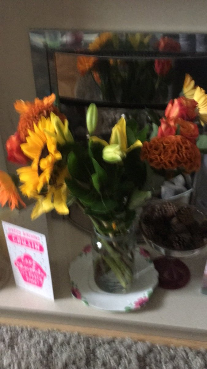 Elizabeth bandeen on twitter birthday flowers from a great friend elizabeth bandeen on twitter birthday flowers from a great friend thank you so much twosmiler very blessed to have you as a pal x izmirmasajfo