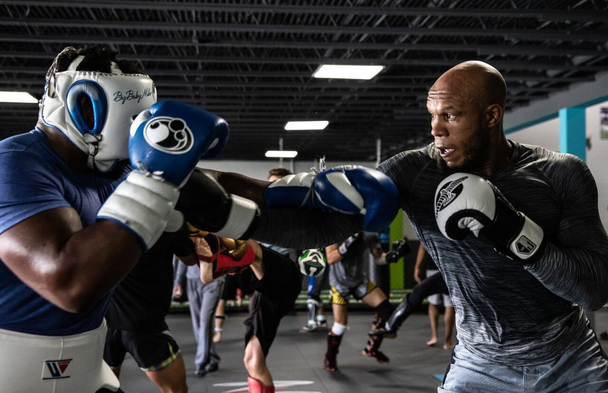Only the best when it come to fight gear @hayabusacombat . @BIGBABYMILLER & @ldv_theswarm like to play punch face now and then. #sponsored #hayabusa #levelup #theswarm Photo taken by @SonderMrktng