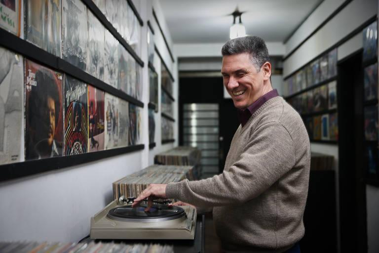 Cego há 20 anos, economista comanda loja de discos e reconhece acervo com o tato e a audição https://t.co/XwWbLyTr8z