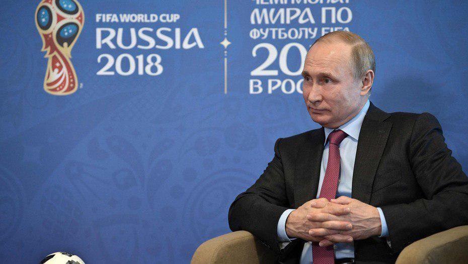 Extiendo mi reconocimiento al presidente Vladimir Putin por la extraordinaria organización del Mundial de Fútbol #Rusia2018.  Ha sido, en todos los aspectos, el mejor mundial que hemos visto. ¡Felicito al gobierno ruso, a su pueblo y a su selección! https://t.co/z6rslvaiUV