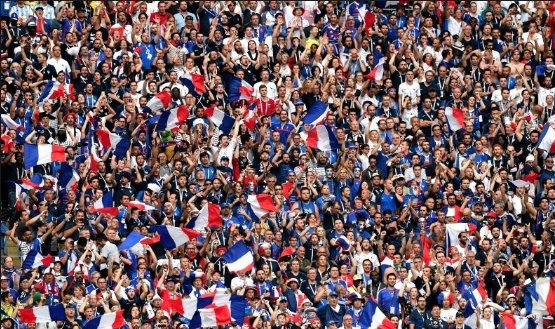 ALLEZ LES BI! ALLEZ LES BI! A Inglaterra inventou o futebol. O Brasil inventou o drible e o  cai-cai. Somos penta, mas a França hoje é o país do futebol. #vodkadomundo2018 https://t.co/i7uI7aWRcu