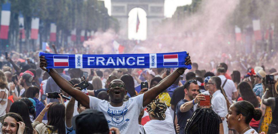 PHOTOS. France - Croatie : dans les fan zones, l'euphorie après l'angoisse https://t.co/RYLW2h0jzM