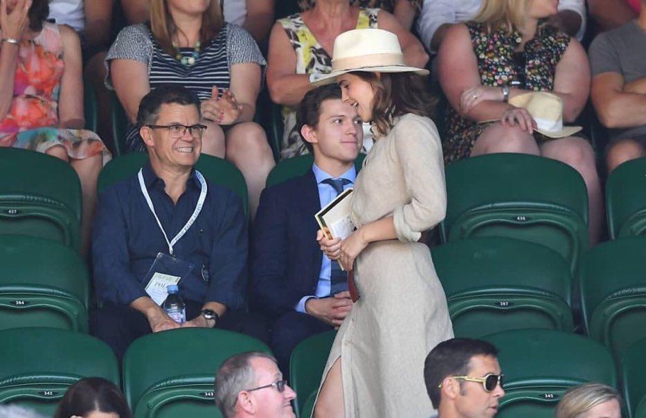 La cara de Tom Holland y su padre al ver a Emma Watson nos representan a todos.