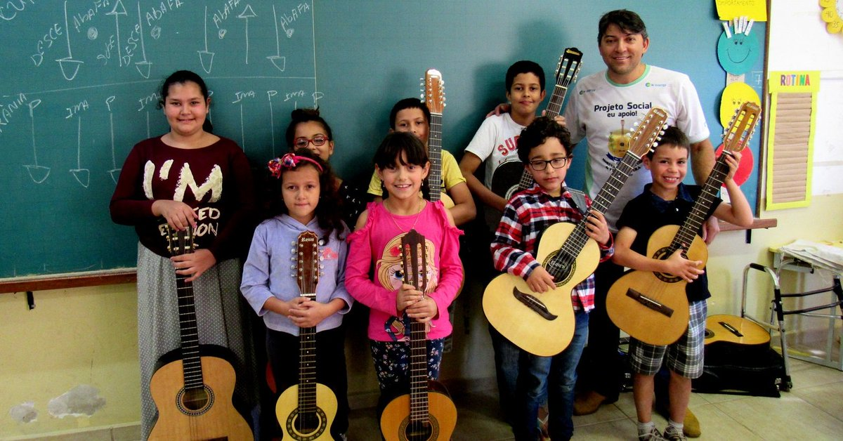Sonho de tocar viola vence tempo, distância e transforma vidas de pedreiro e crianças no interior de São Paulo https://t.co/cm9UyxKWAK #G1