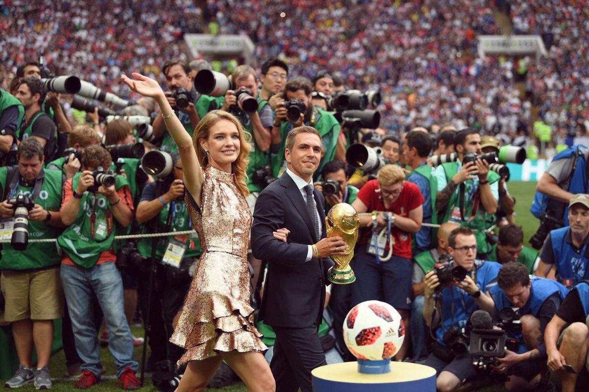 Nach vier Jahren war es heute an der Zeit, Abschied vom WM-Pokal zu nehmen. Glückwunsch an den neuen Weltmeister Frankreich, aber auch an Kroatien zu einer starken WM! @FIFAWorldCup #UnitedByFootball