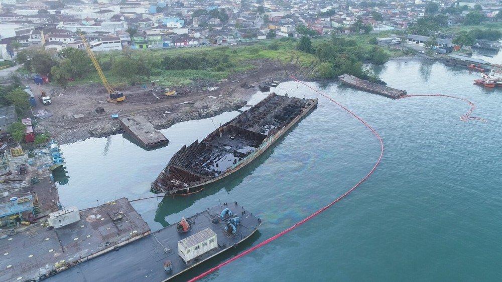 Operários derramam quase 10 mil litros de óleo no mar no litoral de São Paulo https://t.co/hdvHbonFzS #G1