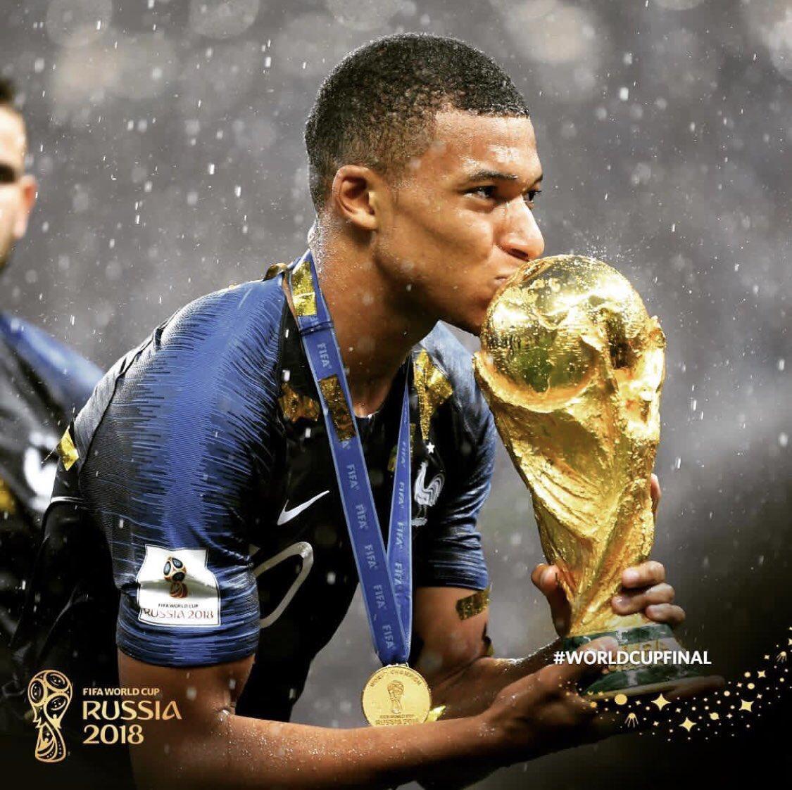 >@esportefera Confira as primeiras publicações dos jogadores da França após o título https://t.co/CK9kGQTkQb