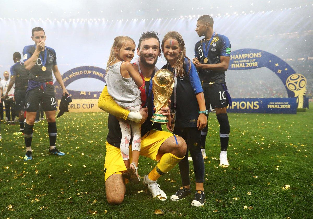 Victoire des Bleus : les joueurs tombent dans les bras de leurs familles https://t.co/TPbj7cOCAN