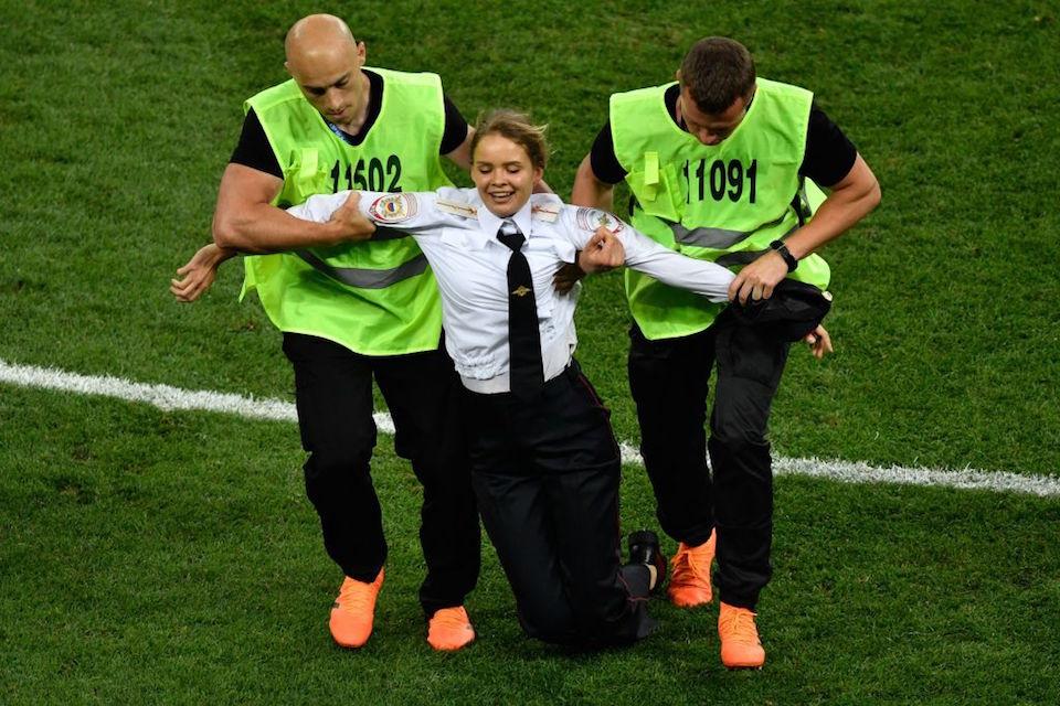 Las Pussy Riot protagonizan invasión a la cancha durante la final del Mundial #Rusia2018 https://t.co/zZqp83kQIz https://t.co/Zun0gBHzgv