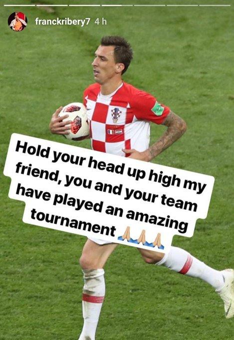 Franck #Ribery dando apoio ao amigo Mario #Mandzukic: Mantenha a cabeça erguida, meu amigo. Você e a sua seleção jogaram uma incrível Copa do Mundo / Mandzukic , a próxima vez é da Croácia (via Instagram) Foto