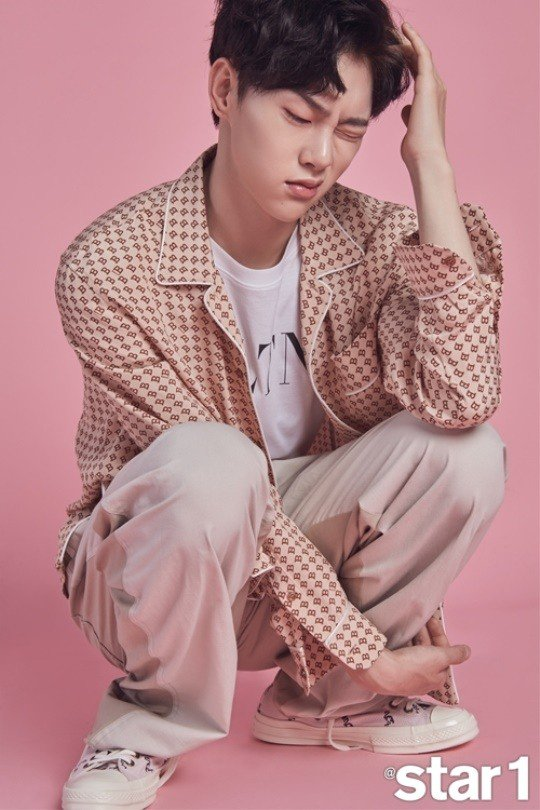 Kwon Hyun Bin says he wants to be known as a singer, not a model  https://www. allkpop.com/article/2018/0 7/kwon-hyun-bin-says-he-wants-to-be-known-as-a-singer-not-a-model &nbsp; … <br>http://pic.twitter.com/BCd4Rq9xOK